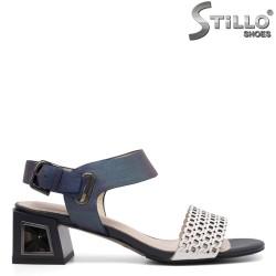 Модни мултиколор сандали на среден ток - 35079