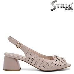 Дамски сандали на среден ток със звездички - 35081