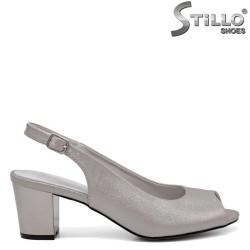 Дамски сребърни сандали на среден ток - 35180