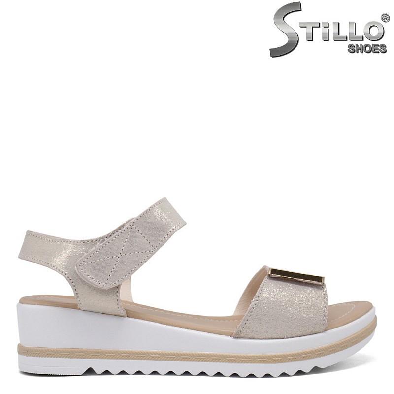 Златисти сандали на платформа - 35190