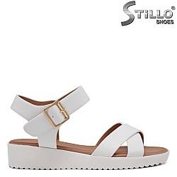 Бели ежедневни сандали - 35197