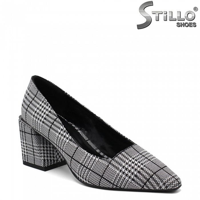 Карирани обувки на среден ток - 34708