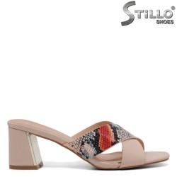 Бежови дамски чехли със змийска щампа - 35028