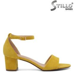 Сандали на среден ток от жълт велур - 35029