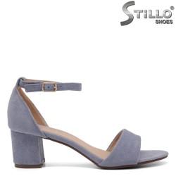 Велурени сандали на ток със затворена пета - 35031
