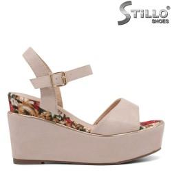 Розови сандали на платформа с цветен кант - 35034