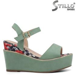 Зелени велурени сандали на платформа - 35035