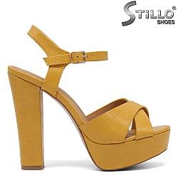 Жълти сандали на платформа и висок ток - 35042