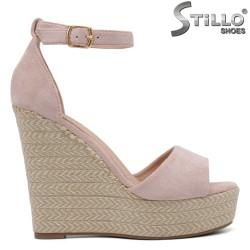Велурени сандали цвят розова пудра на платформа - 35045