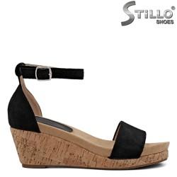 Велурени сандали на платформа корк - 35093