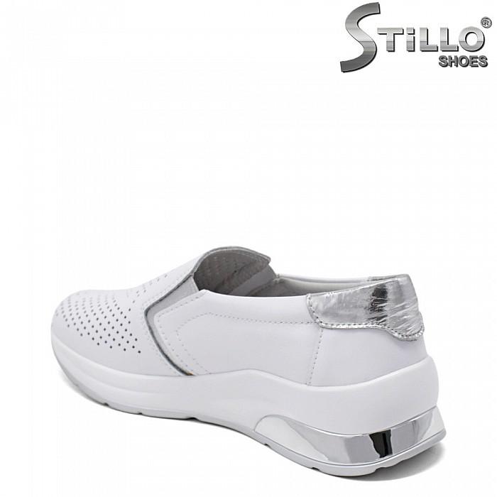 Спортни обувки в бяла естествена кожа - 35205
