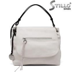 Бяла дамска чанта с черни дръжки - 35210