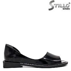 Отворени лачени обувки на нисък ток  - 35244