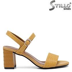 Жълти сандали с кроко принт - 35252