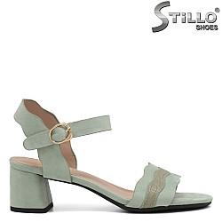 Зелени велурени сандали на ток - 35258