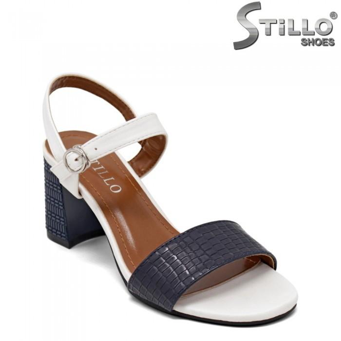 Дамски сандали в бяло и синьо - 35260