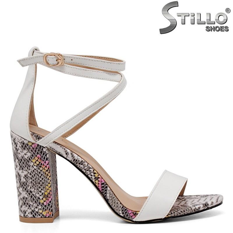 Бели сандали със змийски ток - 35261