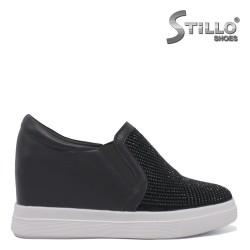 Спортни обувки с камъни на платформа -35320