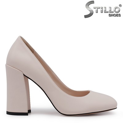 Бежови обувки на дебел ток - 35411