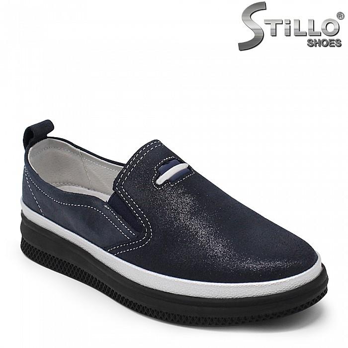 Ежедневени обувки от естествена кожа в тъмносин цвят - 35416
