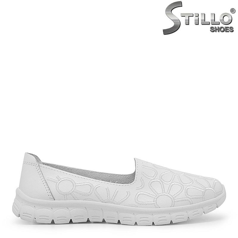 Олекотени обувки на цветя - 35426