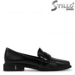 Дамски лачени обувки с нисък ток – 35477