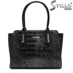 Дамска чанта със змийски принт - 35526