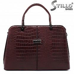 Бордо дамска чанта с кроко принт - 35764