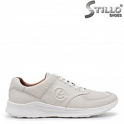 Мъжки спортни обувки от естествена кожа в бежово – 36003