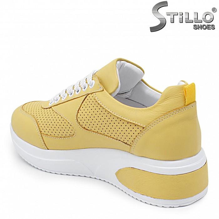Жълти спортни обувки от естествена кожа – 36018