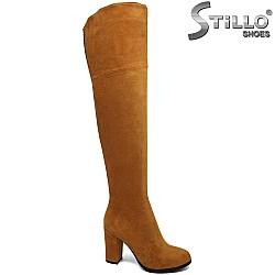 Дамски чизми в цвят коняк  на висок ток - 29947