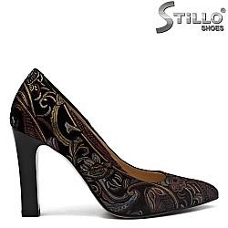 Велурени остри обувки с цветни мотиви - 31163