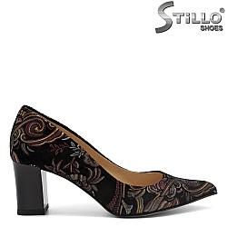 Остри обувки от естествен велур с цветни мотиви - 31168