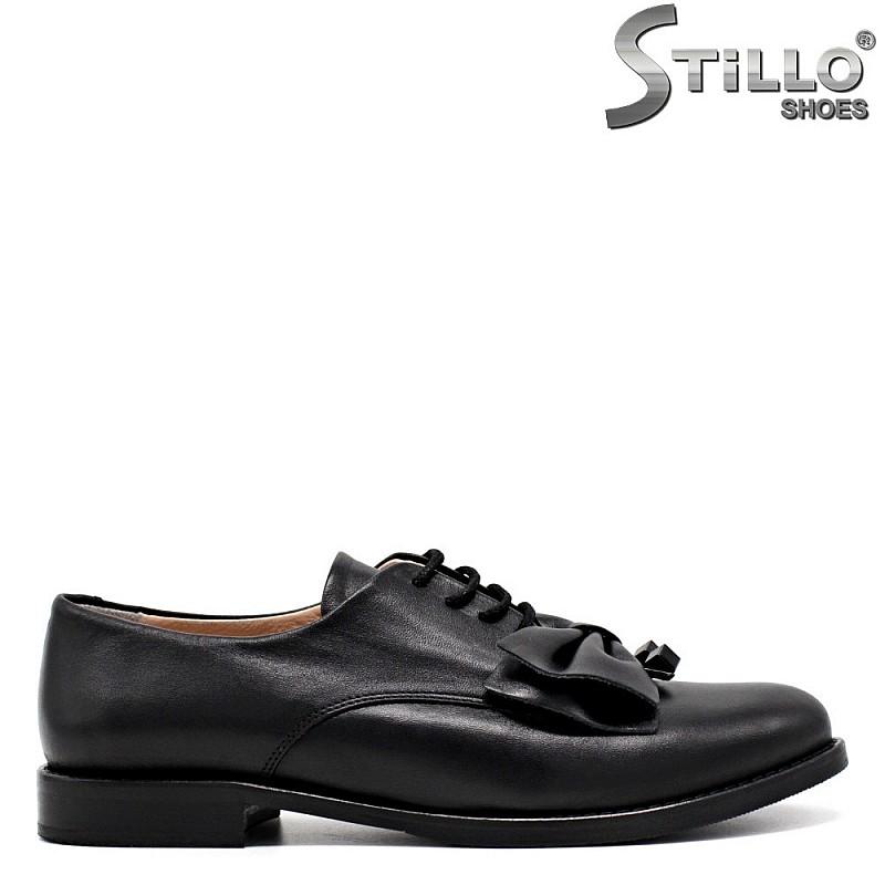 Обувки от естествена кожа с връзки и панделка - 31197