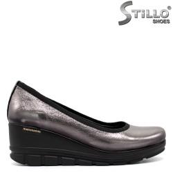 Сребърни обувки от естествена кожа на платформа - 31207