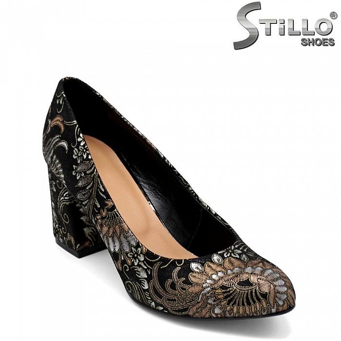 Елегантни дамски обувки от естествен велур с флорални мотиви - 31219