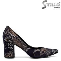Остри велурени обувки на цветя на  среден ток - 31222