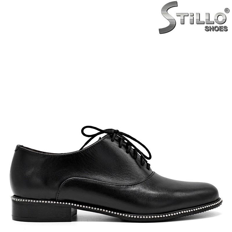 Дамски обувки от естествена кожа с връзки на нисък ток - 31237
