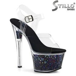 Сценични сандали на платформа с цветни мотиви - 31726
