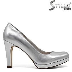 Сребристи обувки Tamaris на платформа и ток - 31942