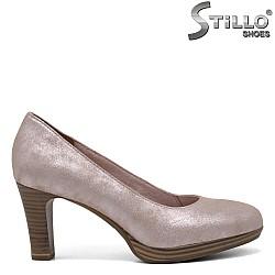Розови кожени обувки Tamaris на среден ток - 32000