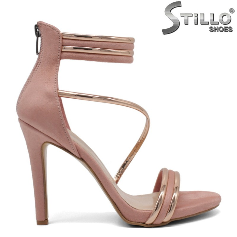 Розови велурени сандали със затворена пета - 32052