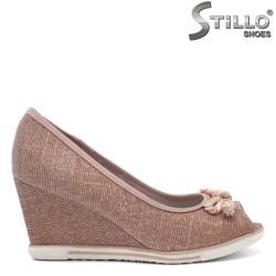 Розови обувки с отворени пръсти Marco Tozzi на клин ток - 32077