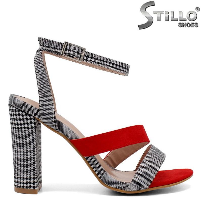 Дамски пепитени сандали - 32105