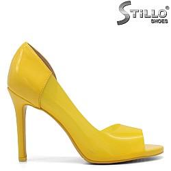 Жълти обувки с отворени пръсти - 32164
