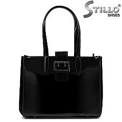 Дамска чанта от черен лак - 32227