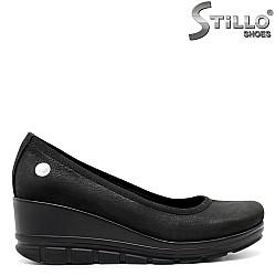 Дамски обувки от набук на платформа - 32240