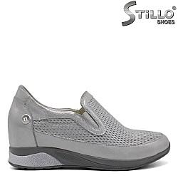 Сребристи дамски обувки с перфорация - 32241