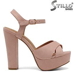 Розови сандали с платформа на дебел ток - 32291