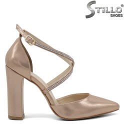 Елегатни обувки в розово - златисто - 32313